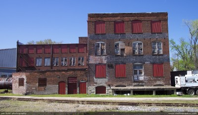 13lw_derelict_factory_louisiana_mo_may_2003.jpg