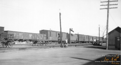 13ly_cbq_mow_work_train_louisiana_mo_1948-04-15.jpg